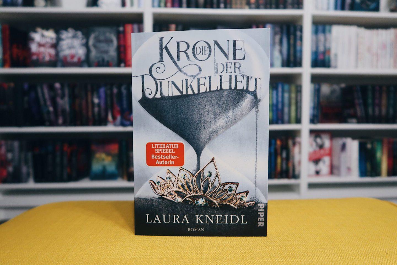 Die Krone der Dunkelheit | Kurzrezension & Interview mit Autorin Laura Kneidl